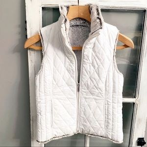 Weatherproof faux fur white quilt vest reversible